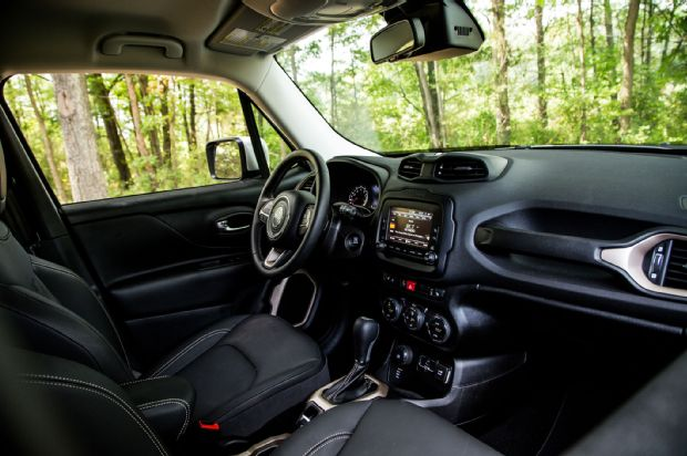 2015 Jeep Renegade Limited 4 4 Cabin 01
