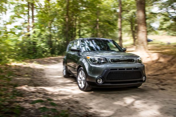 2015 Kia Soul Front Three Quarter In Motion 01