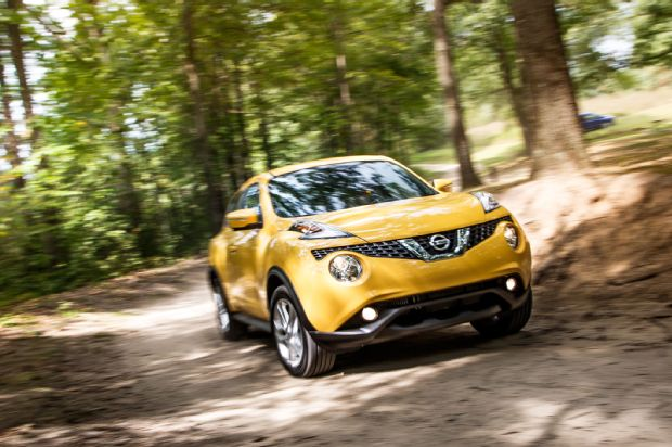 2015 Nissan Juke SL AWD Front Three Quarter In Motion 01