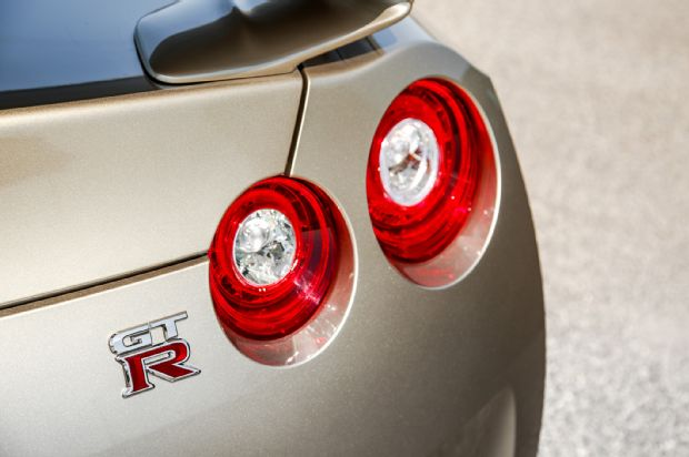 2016 Nissan GT R Tail Lamp 02